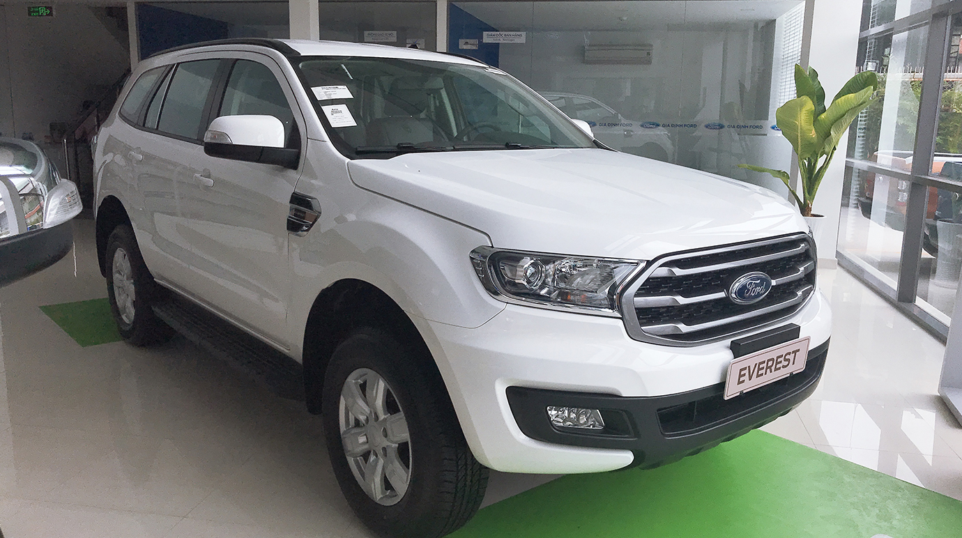 Ford Everest 2.0L 4×2 AT Ambiente